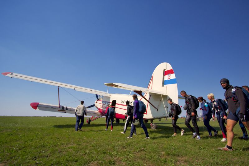 Punjenje  Foto: cacan  Ključne riječi: padobranci memorijal zrakoplovaca antonov an-2
