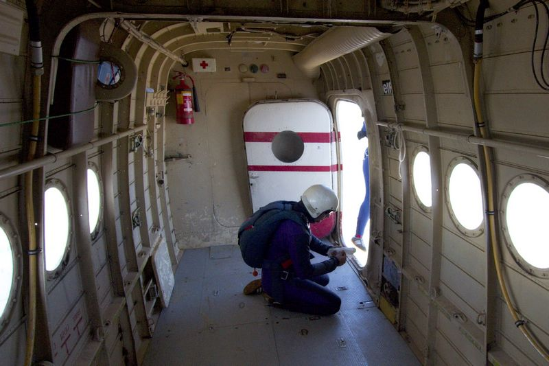 Odeeee...  Foto: cacan  Ključne riječi: padobranci memorijal zrakoplovaca padobranac
