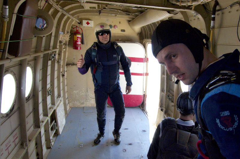 Thumb up!  Foto: cacan  Ključne riječi: padobranci memorijal zrakoplovaca padobranac