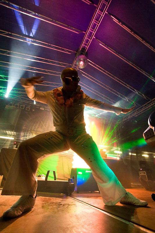 Elvis - voditelj televizije iz Walesa  Foto: steam  Ključne riječi: Runway