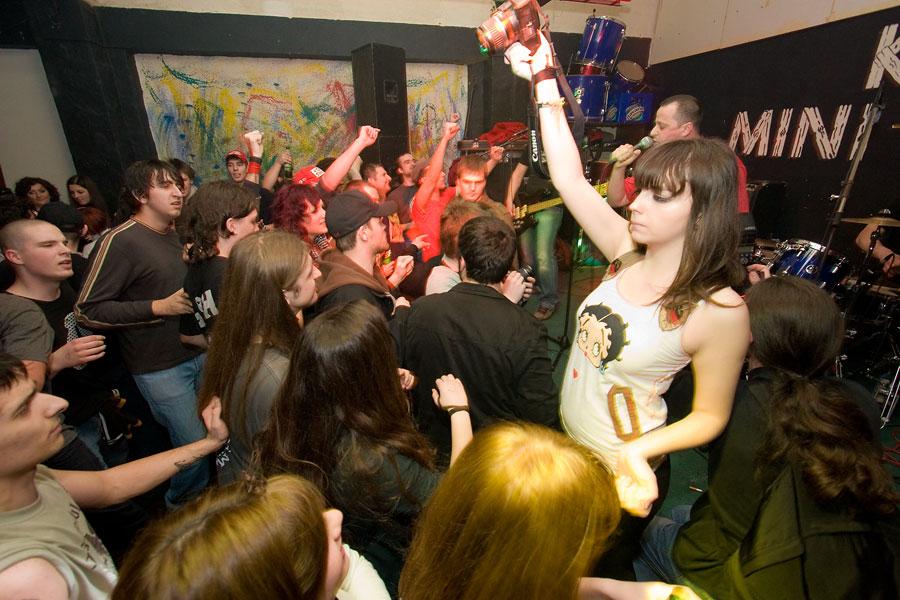 Koncert za Ivana  [url=http://www.osijek031.com/osijek.php?najava_id=12019]Mini Teatar: Gužva u 16ercu + Bud Spencer + Grupa Tvog Života[/url]  Fotografije: steam  Ključne riječi: guzva_u_16ercu mini_teatar