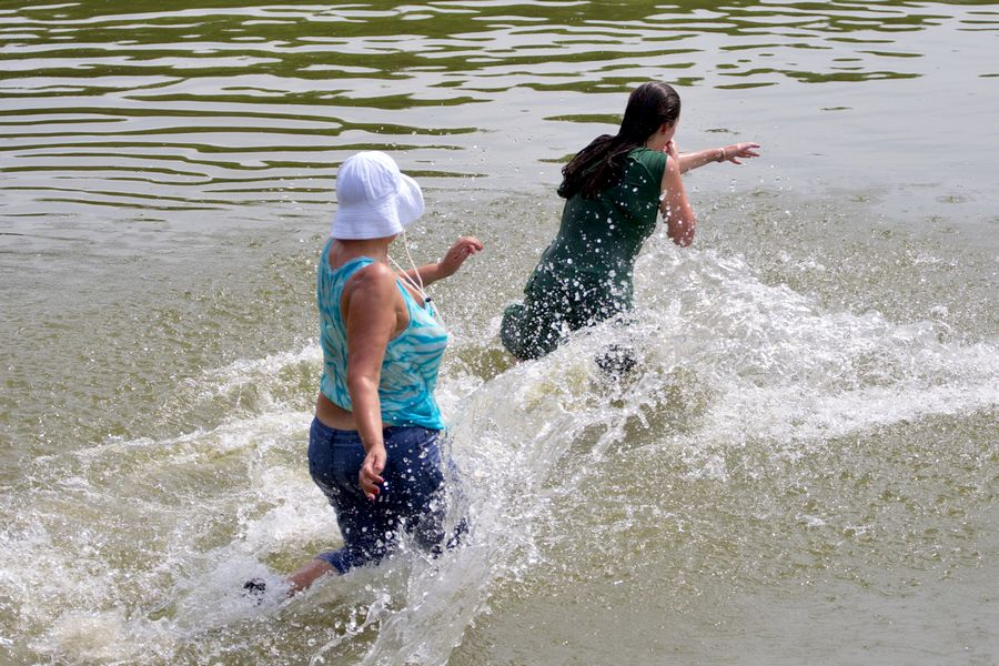 Brčkanje u biljskom rekreacijskom jezeru  Foto: cacan  Ključne riječi: buba buba2 bicikl