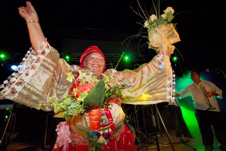Ethno-Os: Esma Redžepova  U sklopu [url=http://www.osijek031.com/osijek.php?topic_id=14798]Ethno-Os[/url] [klik za program] festivala, koncert su održali [b]Nadica Balog[/b] i orkestar [b]Romska ruža[/b], [b]Dado Topić[/b], a publiku na noge digla je diva [url=http://www.osijek031.com/galerija/thumbnails.php?album=313]Esma Redžepova[/url].  Pogledajte galeriju fotografija s ovog veselog događaja: [url=http://www.osijek031.com/galerija/thumbnails.php?album=313]Ethno-os - Esma Redžepova[/url]  Foto: cacan  Ključne riječi: esma redzepova redžepova