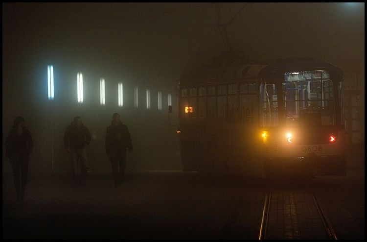 U prolazu  Foto: Samir Kurtagic  Ključne riječi: u-prolazu prolazu tramvaj magla