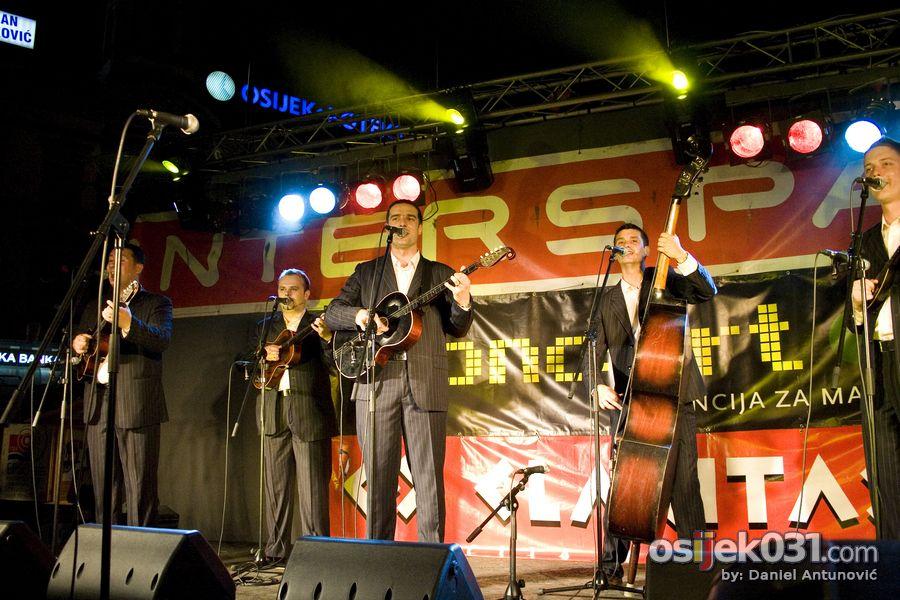 Osječka ljetna noć 2009. [#2]  Foto: Daniel Antunović  Ključne riječi: oljn osjecka-ljetna-noc