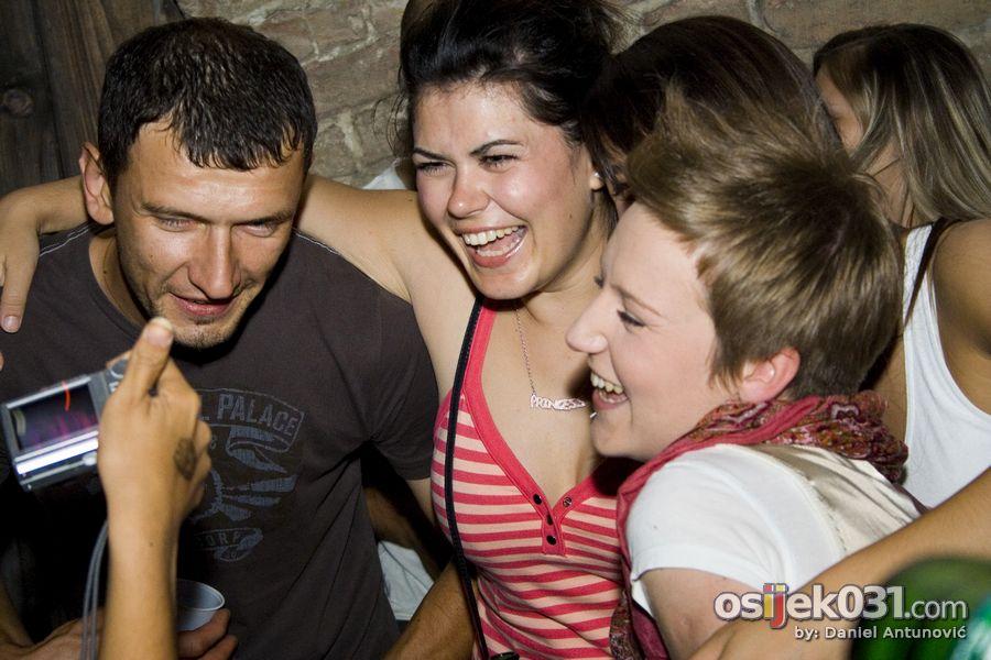 Open air summer night party  Foto: Daniel Antunović  Ključne riječi: open-air mini-teatar party