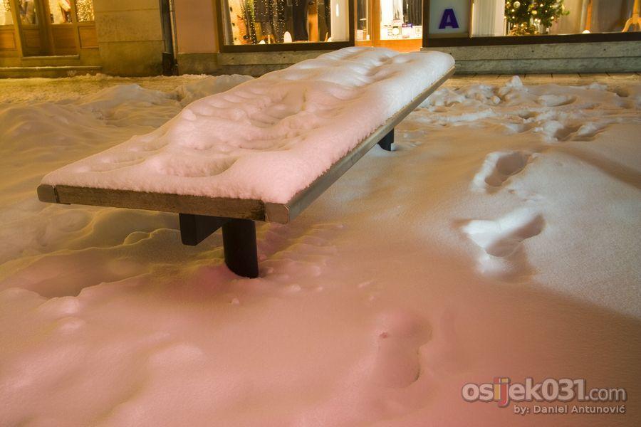 Prvi snijeg  Foto: Daniel Antunović  Ključne riječi: snijeg zima zimske-radosti