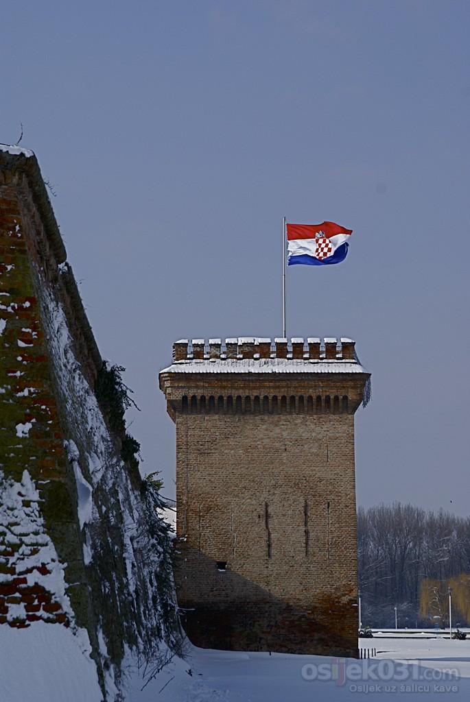 Drzava-grad-selo  Foto: Miroslav Cavic  Ključne riječi: fotomaraton, southeast24-7