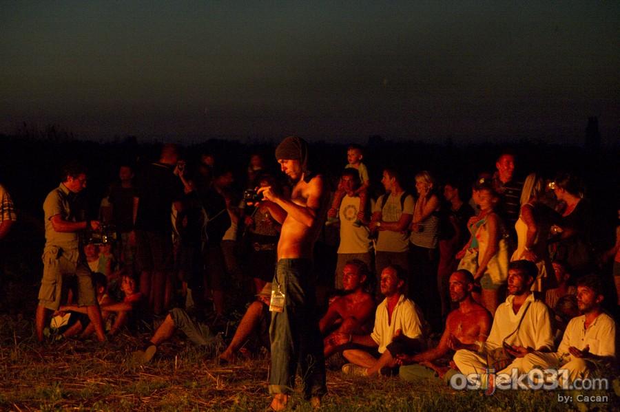 Slama 2010.  Foto: Cacan  Ključne riječi: slama land-art-festival