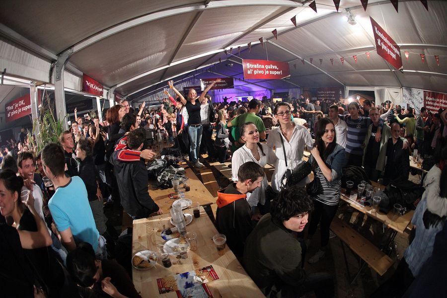 Dani prvog hrvatskog piva 2010. [srijeda]  Foto: Tomislav Šilovinac  Ključne riječi: dani-prvog-hrvatskog-piva dani-piva pivo