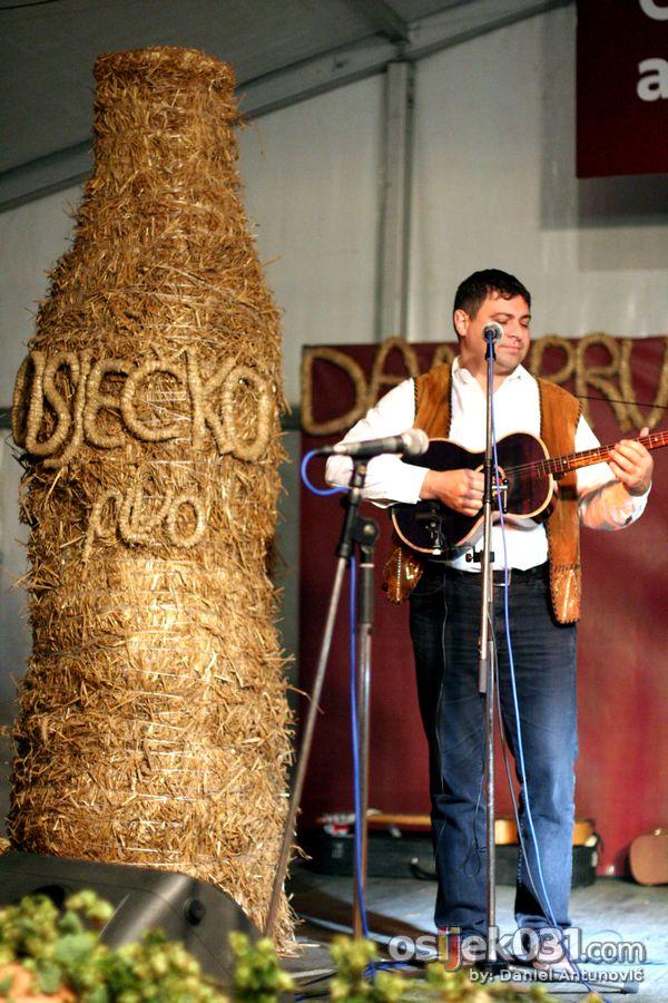 Dani prvog hrvatskog piva 2010. [srijeda]  Foto: Daniel Antunović  Ključne riječi: dani-prvog-hrvatskog-piva dani-piva pivo