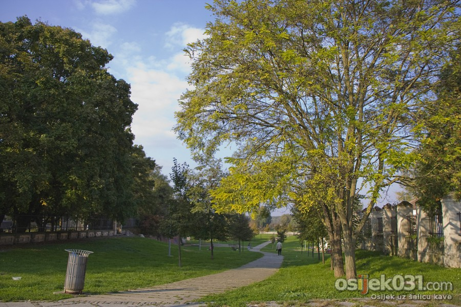 Jesenska promenada  Foto: cacan  Ključne riječi: promenada setnja