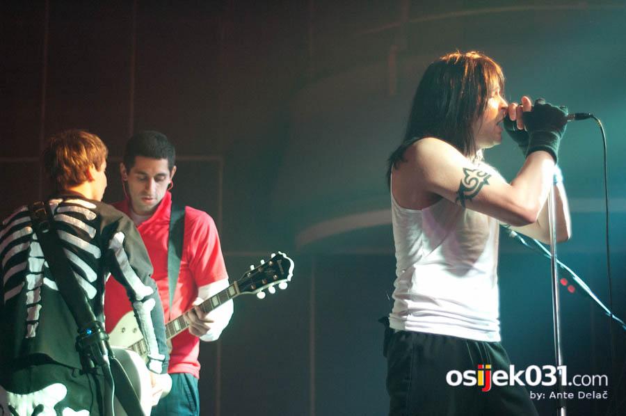 Red Hot Chili Peppers - World tribute band  [url=http://www.osijek031.com/osijek.php?najava_id=27856]MMC Slavija: Red Hot Chili Peppers - World tribute band[/url]  Foto: Ante Delač  Ključne riječi: red_hot_chili_peppers