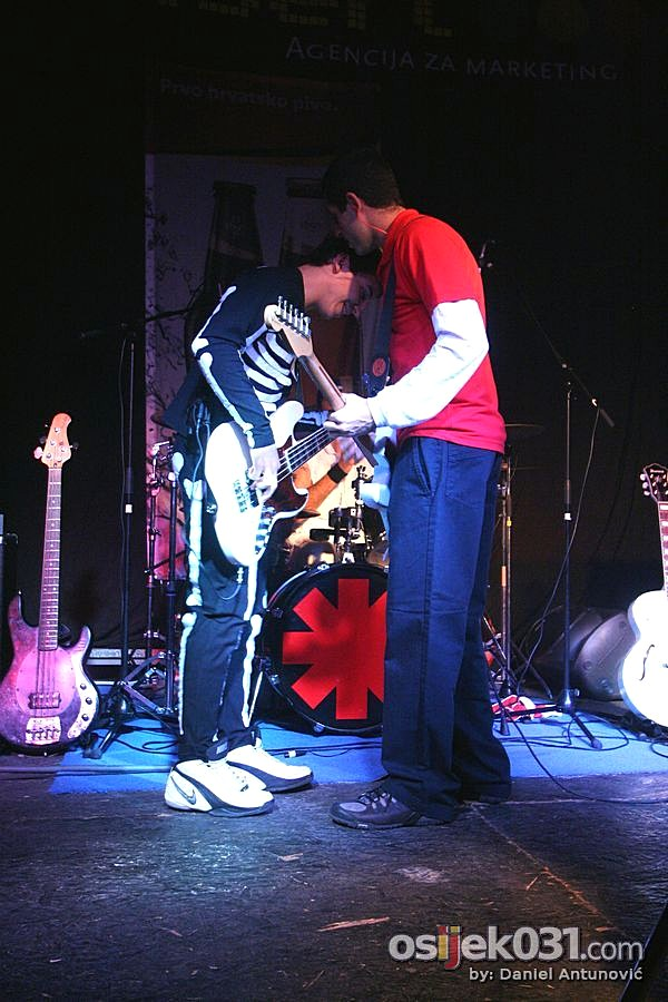 Red Hot Chili Peppers - World tribute band  [url=http://www.osijek031.com/osijek.php?najava_id=27856]MMC Slavija: Red Hot Chili Peppers - World tribute band[/url]  Foto: Daniel Antunović  Ključne riječi: red_hot_chili_peppers