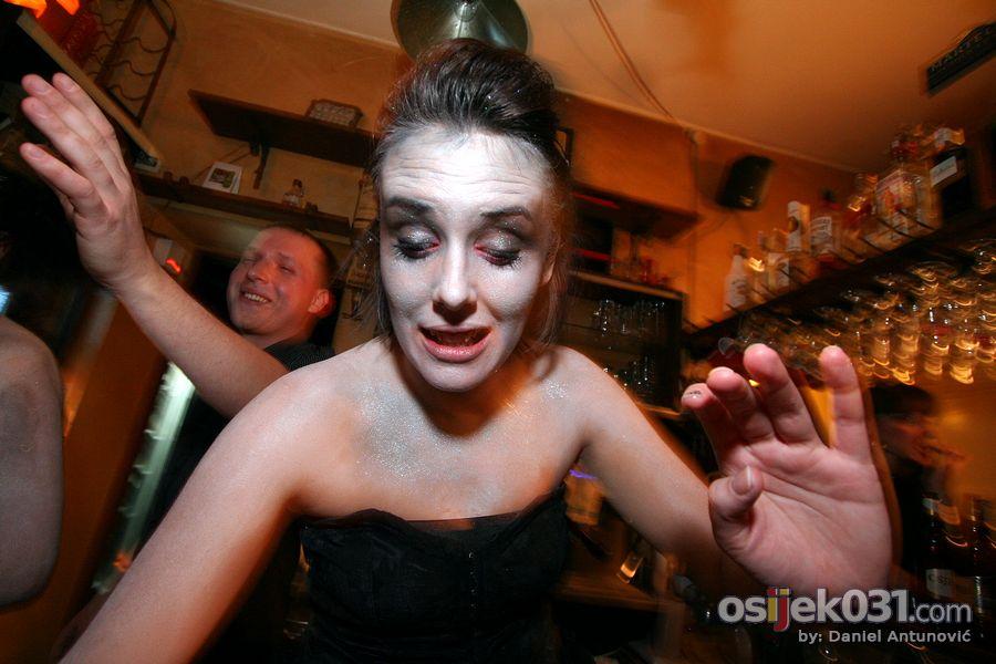 Halloween 2010.  [url=http://www.osijek031.com/osijek.php?najava_id=28347]Excalibur & Cadillac: Halloween Party uz Osječko[/url]  Foto: Daniel Antunović  Ključne riječi: Halloween_2010