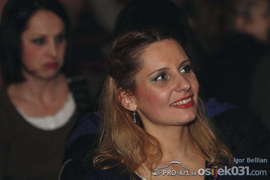 Kandžija i gole žene  Foto: Igor Bellian [Pro-Art]  Ključne riječi: Foto: Igor Bellian [Pro-Art]