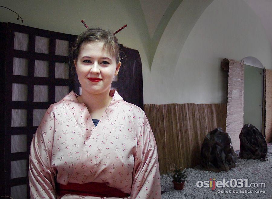 Japan - približimo istok svijeta istoku Hrvatske  [url=http://www.osijek031.com/osijek.php?topic_id=30935]Školarci osvježili grad duhom japanske kulture[/url]  Foto: Jasmina Gorjanski