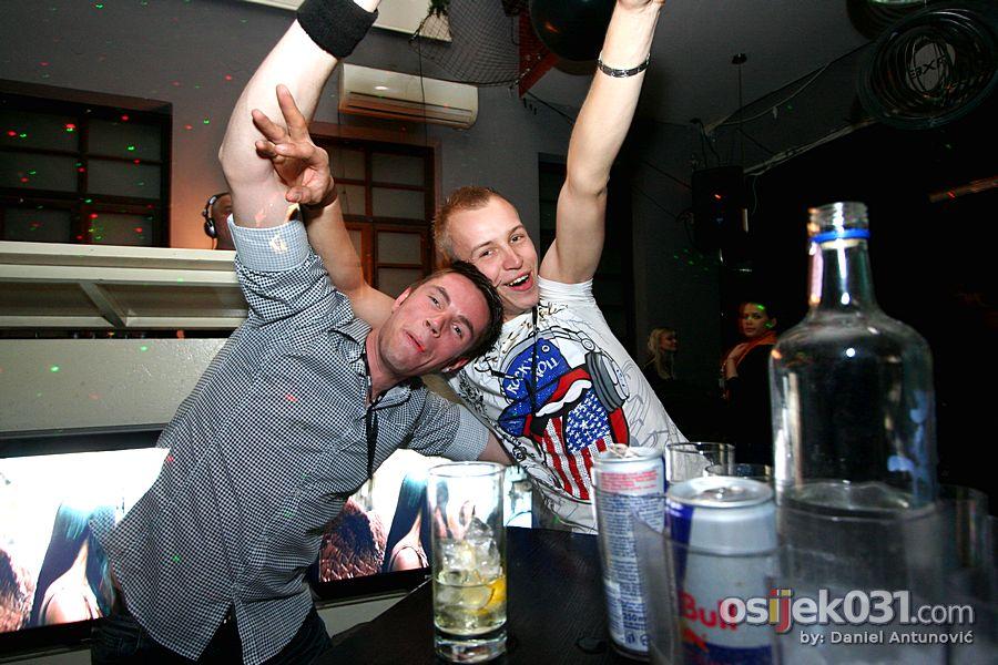 AXE Party  [url=http://www.osijek031.com/osijek.php?najava_id=31759]Bastion: AXE Party / otvorenje terase[/url]  Foto: Daniel Antunović