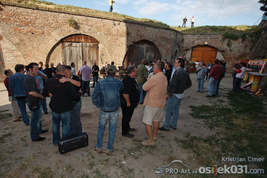 Povijest osjeckog rocka  [url=http://www.osijek031.com/osijek.php?najava_id=31433]Mini Teatar: Povijest osjeckog rocka[/url]  Foto: Kristijan Cimer [Pro-Art]