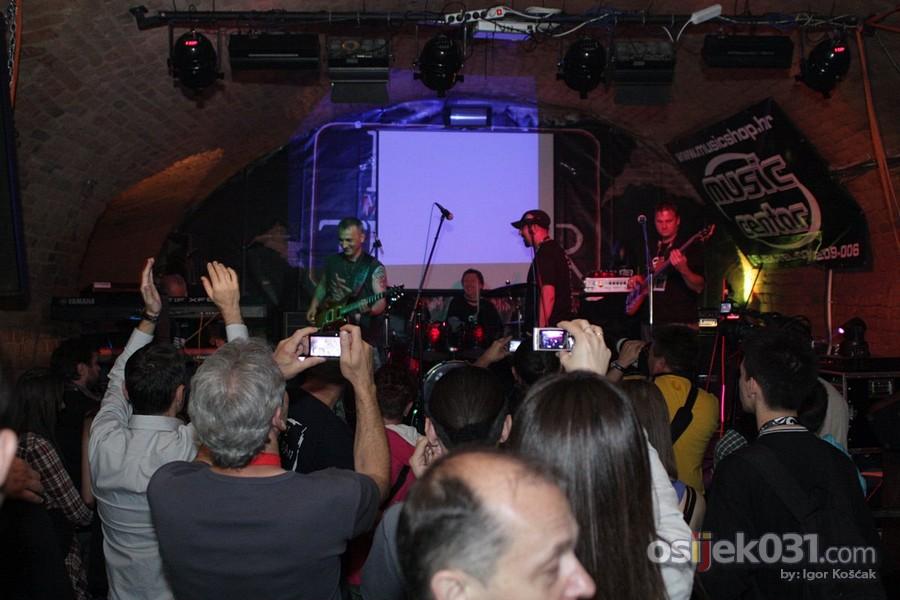 Povijest osjeckog rocka  [url=http://www.osijek031.com/osijek.php?najava_id=31433]Mini Teatar: Povijest osjeckog rocka[/url]  Foto: Igor Koscak  Ključne riječi: povijest_osjeckog_rocka