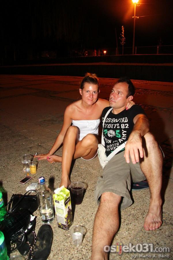 Kopika: Nocno kupanje  [url=http://www.osijek031.com/osijek.php?najava_id=39211]Kopika: nocno kupanje i after beach party[/url] Foto: Mario A. Benc  Ključne riječi: nocno_kupanje drava kopika copacabana
