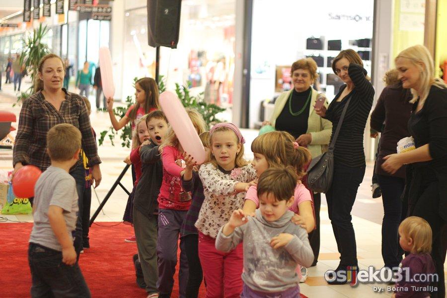 [url=http://www.osijek031.com/osijek.php?topic_id=40965][FOTO] Avenue Mall Osijek: Mali disco[/url] Foto: Borna Turalija