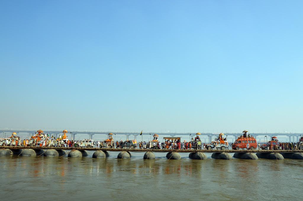 Maha Kumbh Mela 2013.  [b]Procitajte:[/b] [url=http://www.osijek031.com/osijek.php?topic_id=43220]Maha Kumbh Mela: 30 milijuna ljudi i stotine golih pustinjaka[/url] Foto: [b]Abhishek Vijay[/b]