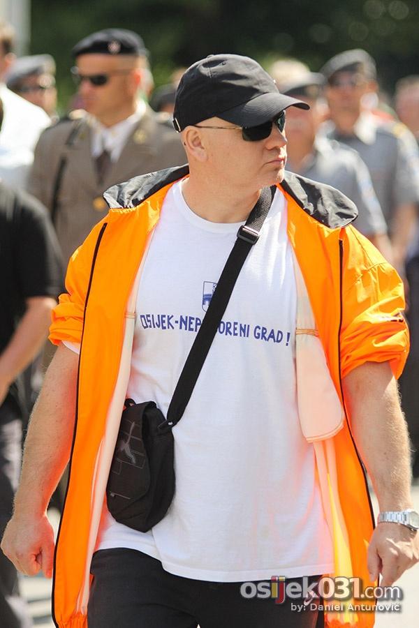 [url=http://www.osijek031.com/osijek.php?topic_id=45757][FOTO] Održan mimohod povodom Dana osječkih branitelja[/url]  Foto: Daniel Antunović