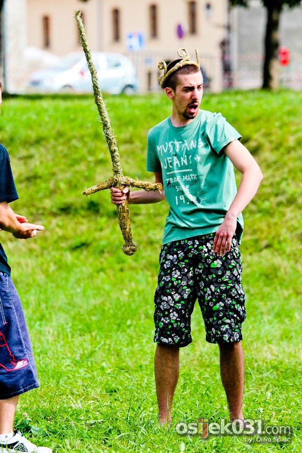 [url=http://www.osijek031.com/osijek.php?topic_id=45989][FOTO] 'Slama' otvorila vrata posjetiteljima - slamnate rukotvorine i spaljivanje vijenaca oduševilo Osječane [2013.][/url]  Foto: Dino Spaić