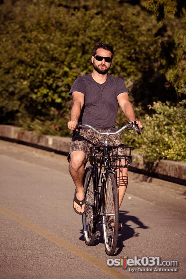 [url=http://www.osijek031.com/osijek.php?topic_id=46106][FOTO] Lege u šetnji[/url]  Foto: [b]Daniel Antunović[/b]