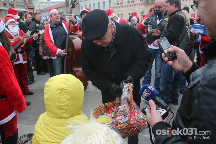 [url=http://www.osijek031.com/osijek.php?topic_id=48436][FOTO] Motomrazovi i ove godine razveselili mališane [2013.][/url]  Foto: Dino Spaić
