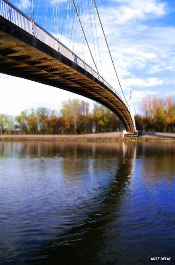 [url=http://www.osijek031.com/osijek.php?topic_id=48975][FOTO] Viseći pješački most u Osijeku - kroz objektiv građana[/url]  Foto: Ante Delač