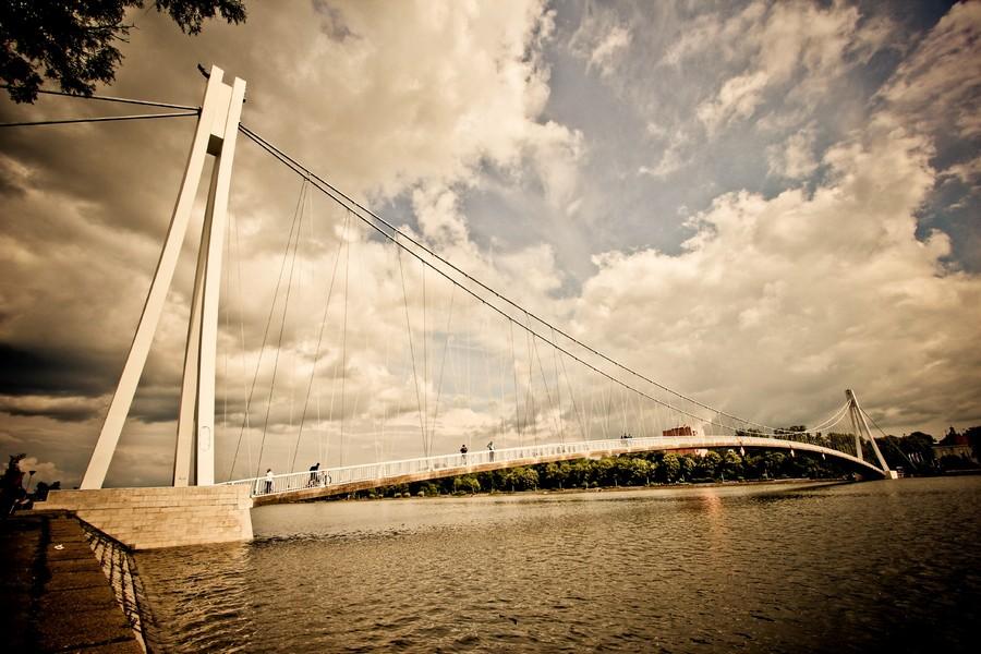 [url=http://www.osijek031.com/osijek.php?topic_id=48975][FOTO] Viseći pješački most u Osijeku - kroz objektiv građana[/url]  Foto: Dino Spaić