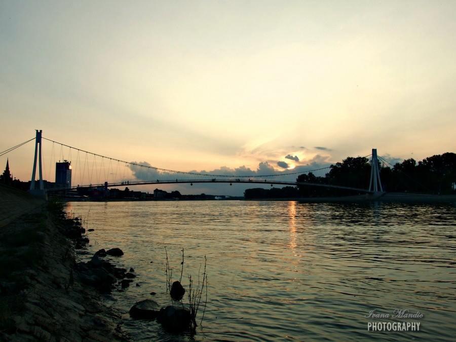 [url=http://www.osijek031.com/osijek.php?topic_id=48975][FOTO] Viseći pješački most u Osijeku - kroz objektiv građana[/url]  Foto: Ivana Mandić
