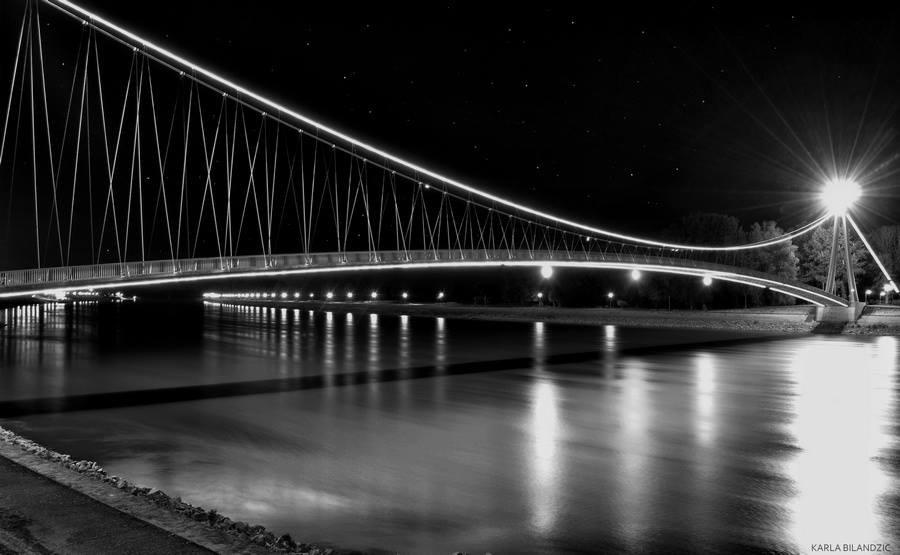 [url=http://www.osijek031.com/osijek.php?topic_id=48975][FOTO] Viseći pješački most u Osijeku - kroz objektiv građana[/url]  Foto: Karla Bilandžić