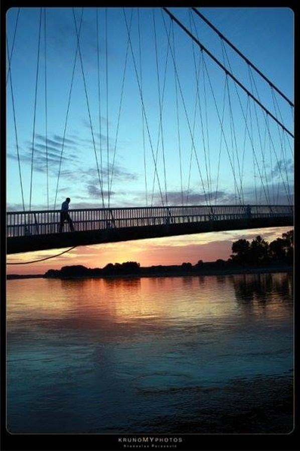 [url=http://www.osijek031.com/osijek.php?topic_id=48975][FOTO] Viseći pješački most u Osijeku - kroz objektiv građana[/url]  Foto: Krunoslav Perasović