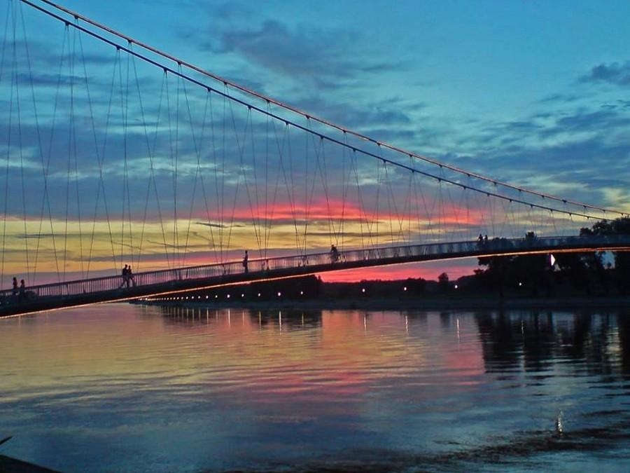 [url=http://www.osijek031.com/osijek.php?topic_id=48975][FOTO] Viseći pješački most u Osijeku - kroz objektiv građana[/url]  Foto: Vatroslav Bugarijaš