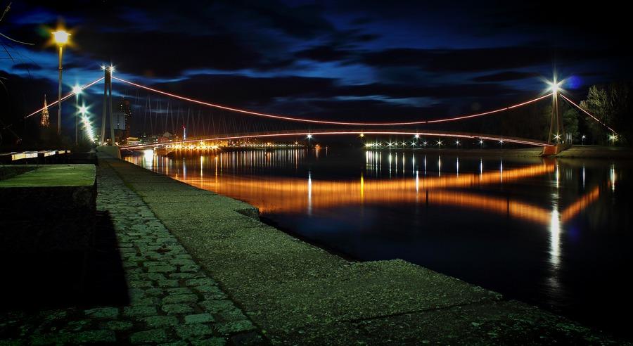 [url=http://www.osijek031.com/osijek.php?topic_id=48975][FOTO] Viseći pješački most u Osijeku - kroz objektiv građana[/url]  Foto: Darko Šušovček