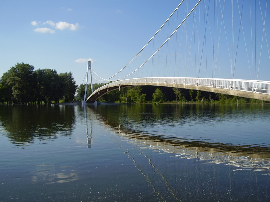 [url=http://www.osijek031.com/osijek.php?topic_id=48975][FOTO] Viseći pješački most u Osijeku - kroz objektiv građana[/url]  Foto: Lidija Kuna