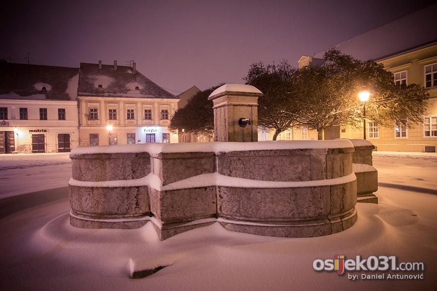 [url=http://www.osijek031.com/osijek.php?topic_id=49269][FOTO] Bijeli 'snježni plašt' prekrio je Osijek[/url]  Foto: [b]Daniel Antunović[/b]