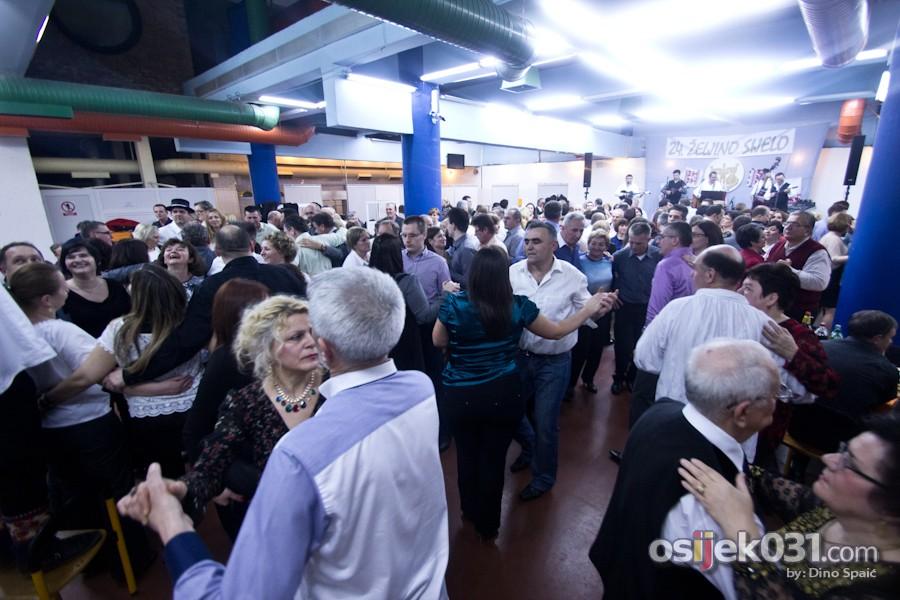 [url=http://www.osijek031.com/osijek.php?topic_id=49513][FOTO] Raspjevana i rasplesana atmosfera na 24. Željinom sijelu[/url]  Foto: Dino Spaić