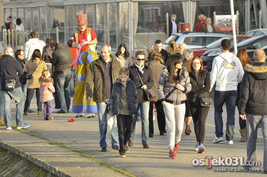 [url=http://www.osijek031.com/osijek.php?topic_id=49655][FOTO] Topla i sunčana nedjelja izmamila Osječane u šetnju [veljača 2014.][/url]  Foto: Darko Grundler