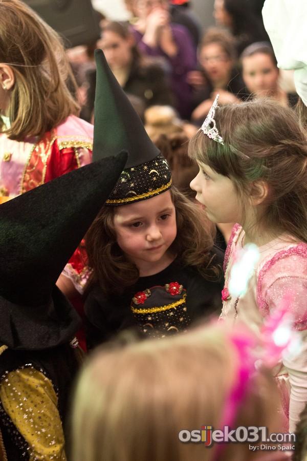 [url=http://www.osijek031.com/osijek.php?topic_id=49904][FOTO] Luda karnevalska zabava u Avenue Mallu Osijek[/url]  Foto: Dino Spaić
