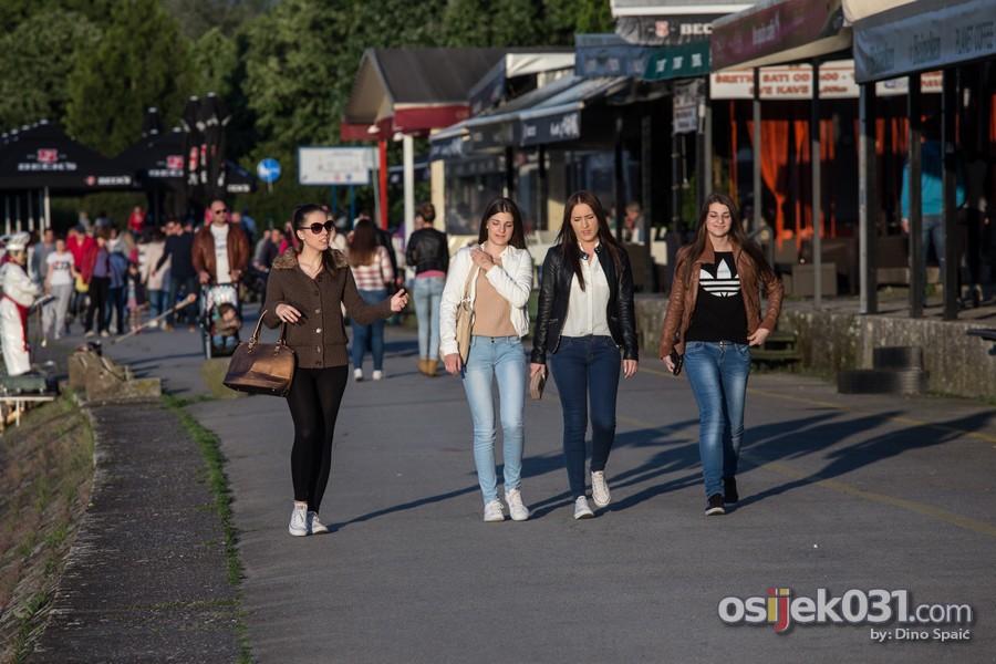 [url=http://www.osijek031.com/osijek.php?topic_id=51297][FOTO] Sunčana nedjelja izmamila Osječane u šetnju [svibanj 2014.][/url]  Foto: Dino Spaić
