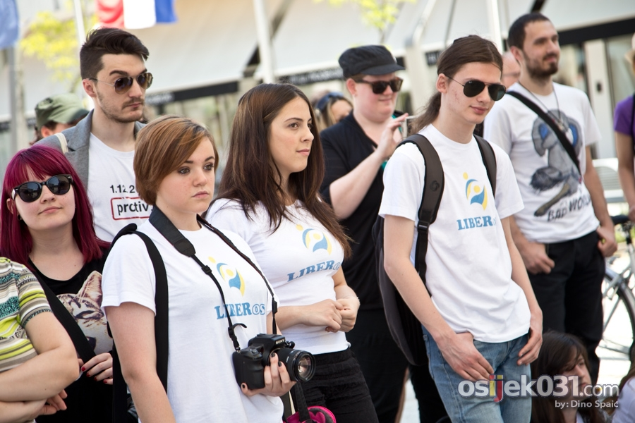[url=http://www.osijek031.com/osijek.php?topic_id=51677] [FOTO i VIDEO] Hrvatske budnice Le Zbora na osječkom Trgu slobode[/url]  Foto: Dino Spaić