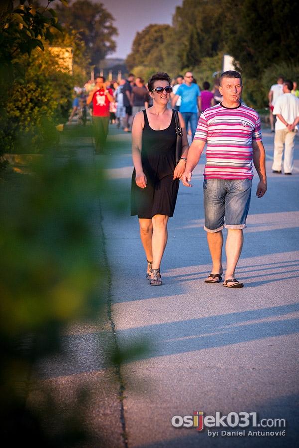 [url=http://www.osijek031.com/osijek.php?topic_id=52435][FOTO] Sunčana nedjelja izmamila Osječane u šetnju [kolovoz, 2014.][/url]  Foto: [b]Daniel Antunović[/b]