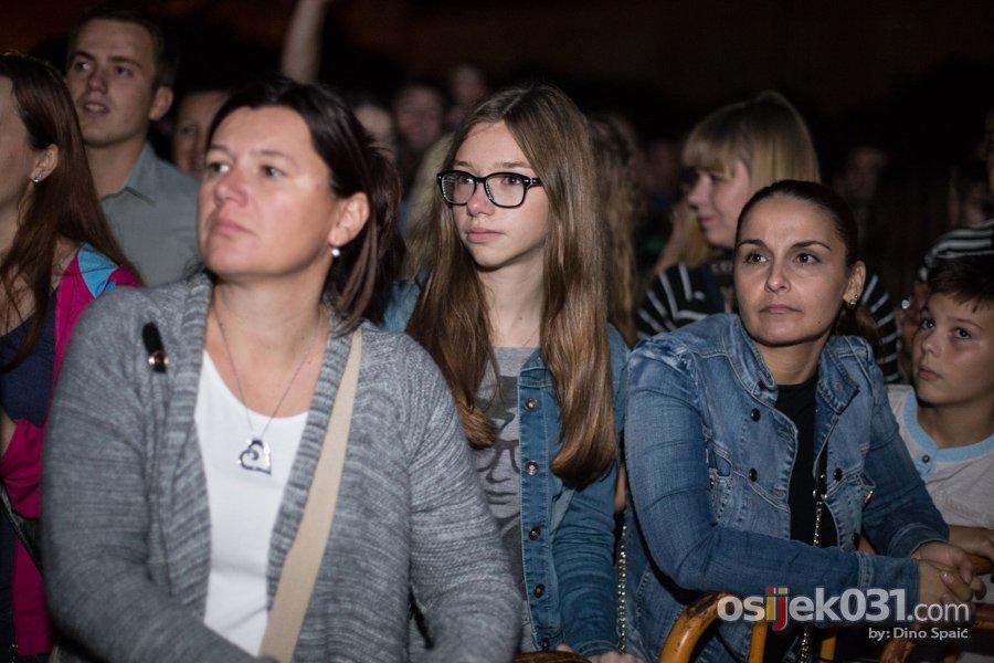 Balasevic u Tvrdji, Osijek 2014.  [url=http://www.osijek031.com/osijek.php?topic_id=52869]Ispod zvjezdanog neba Djole nasmijao i raspjevao publiku[/url]  Ključne riječi: balasevic