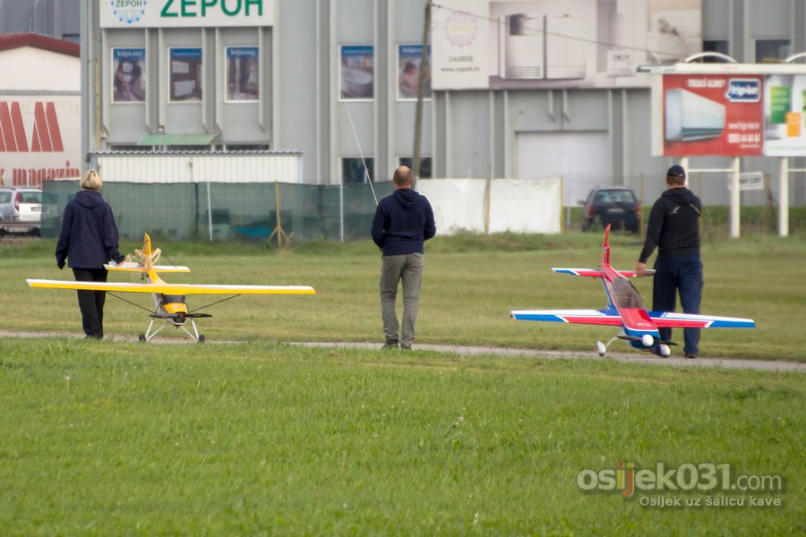 Modelarski aero miting, Osijek 2014.  [url=http://www.osijek031.com/osijek.php?topic_id=53162][VIDEO + INFO] [FOTO + VIDEO] Prvi modelarski aero miting u Osijeku 2014.[/url]  Ključne riječi: modelari modeli rc