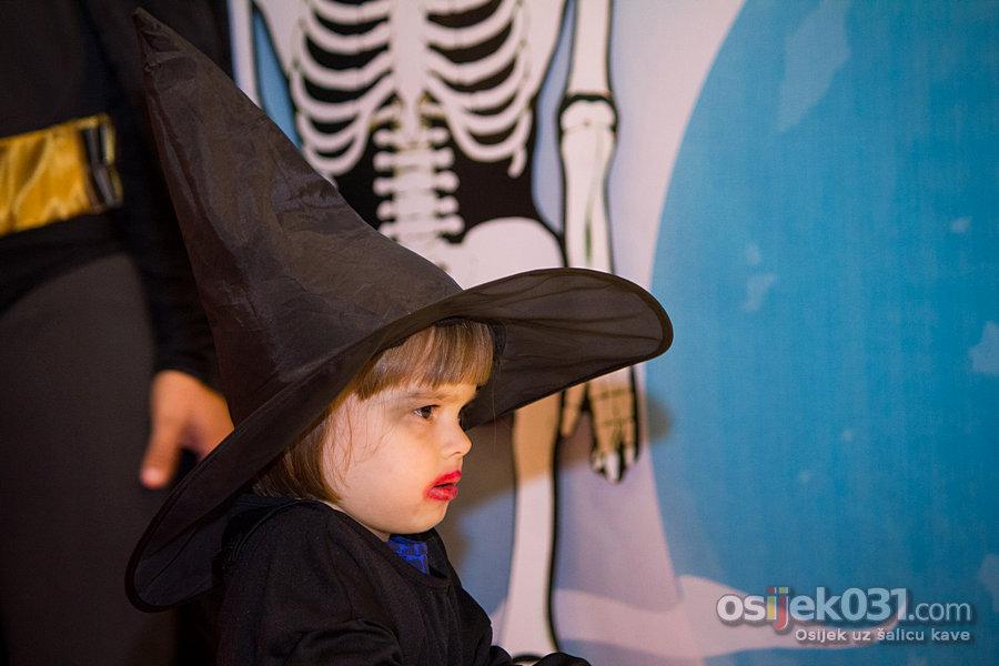Avenue Mall Osijek: Halloween [2014.]  Ključne riječi: halloween halloween2014 avenue-mall-osijek