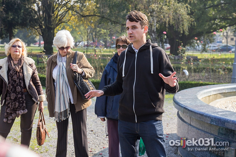 "[url=http://www.osijek031.com/osijek.php?topic_id=53708][FOTO] Predstavljen Land Art projekt ""Četiri godišnja doba"" Nikole Fallera[/url]  Foto: [b]Daniel Antunović[/b]"